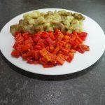 Cremige Fleischsuppe mit gegrillten Paprika und Auberginen