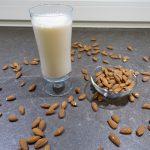 Hausgemachte Mandelmilch